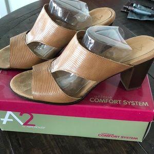 Aerosoles, Women's size 12, tan lizard color